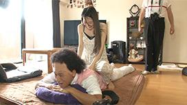 #1 ヨガや格闘技が趣味の美人妻!